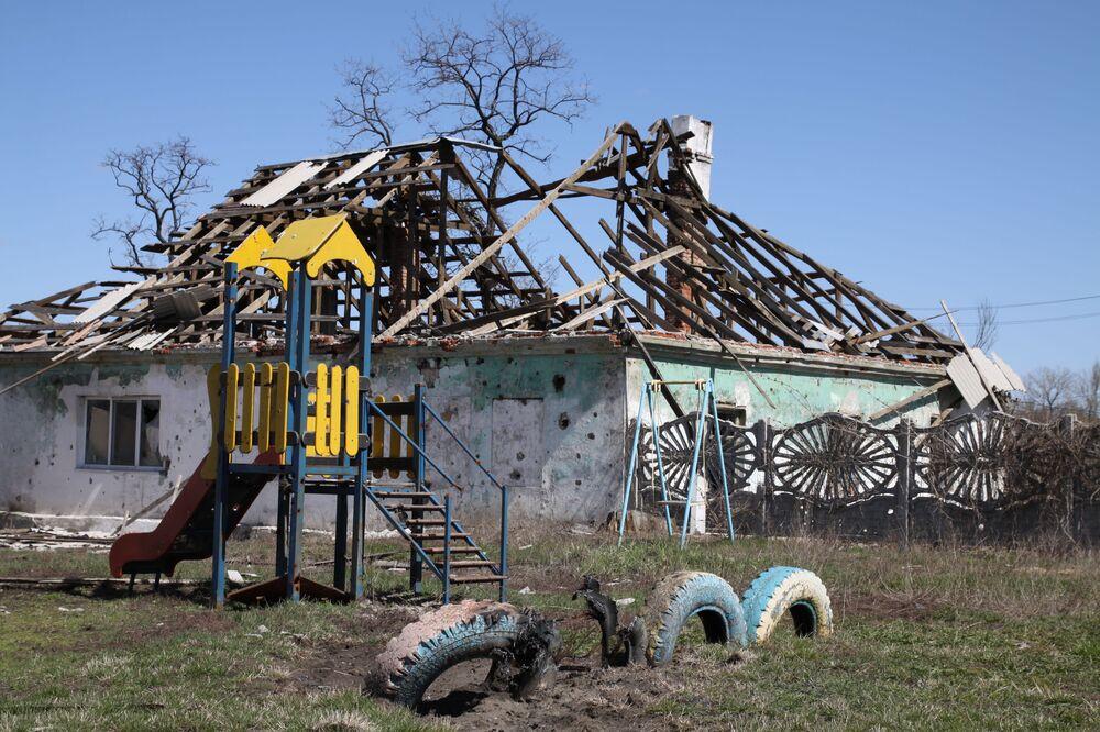 Casette distrutte nel vilaggio di Spartak della regione di Donetsk.