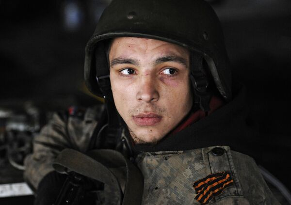 Un miliziano della Repubblica popolare di Donetsk all'aeroporto di Donetsk. - Sputnik Italia