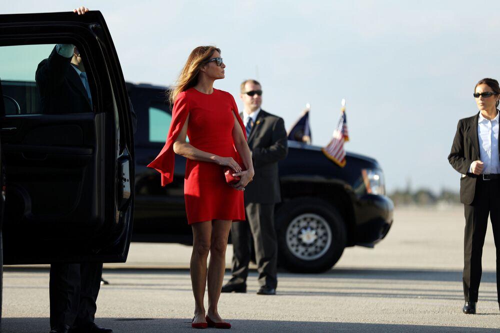 La first lady americana Melania Trump all'aeroporto della Florida.