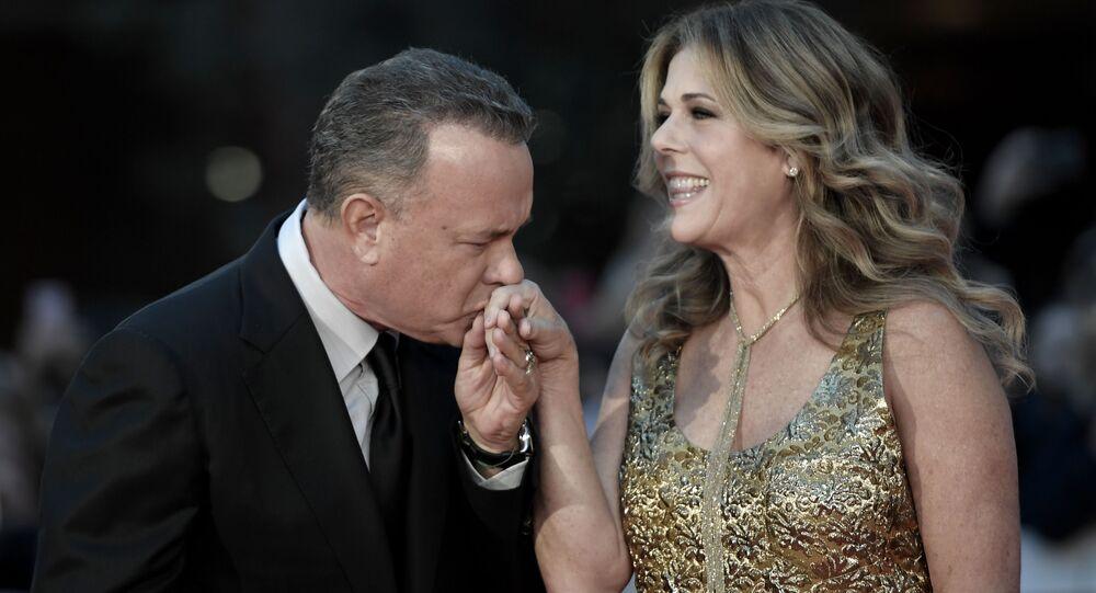 L'attore Tom Hanks e con la moglie attrice Rita Wilson (foto d'archivio)