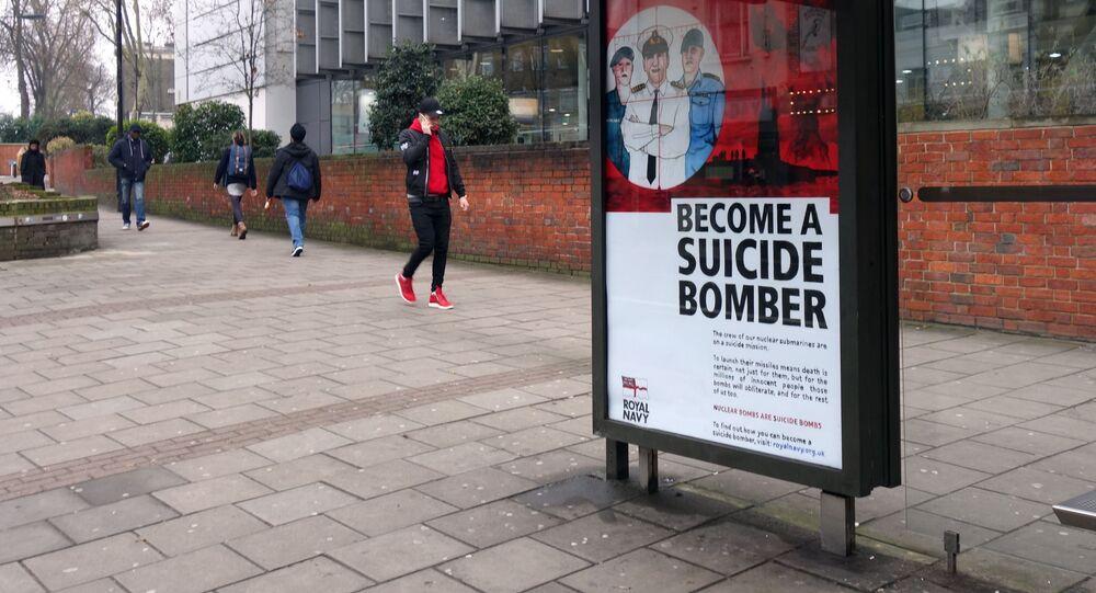 Manifesto contro le armi nucleari di Darren Cullen