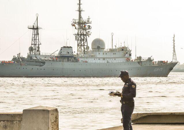 Nave di ricognizione della Marina Militare russa Viktor Leonov