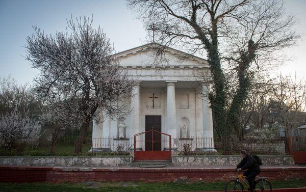 La chiesa cattolica di Santa Maria Assunta a Kerch - Sputnik Italia