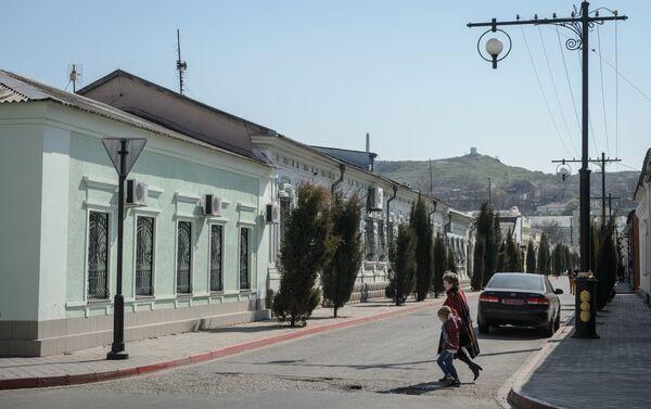 Un'altra veduta di una via di Kerch - Sputnik Italia