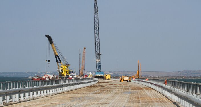 Il cantiere di costruzione del ponte sullo stretto di Kerch