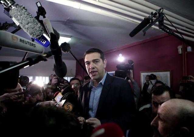 Nessun commento ufficiale da parte del premier greco, che domani sarà presente con i suoi omologhi europei a Riga