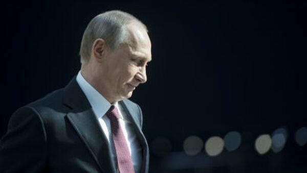 Vladimir Putin al termine della linea diretta del 17 aprile. - Sputnik Italia