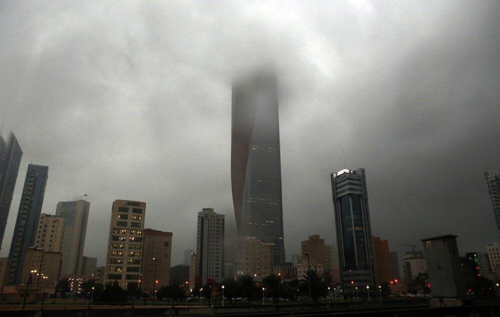 Real-Life Sleepy Hollow: Big Cities Enveloped in Fog