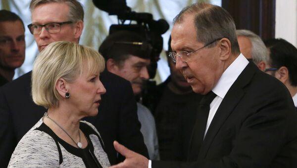 Il ministro degli Esteri russo Sergey Lavrov e la sua collega Margot Wallstrom, il 21 febbraio, 2017. - Sputnik Italia