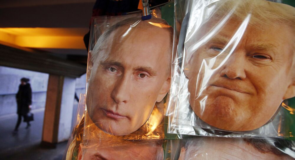 Maschere di Putin e Trump