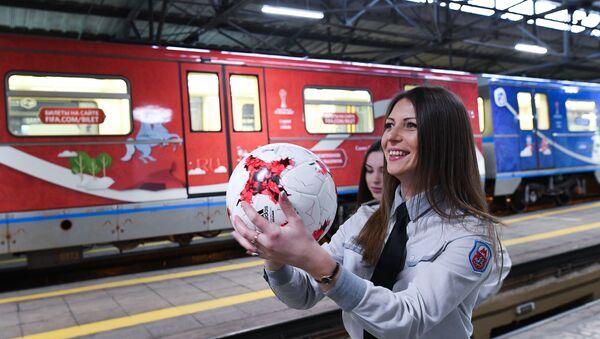 Moscow metro presents FIFA Confederations Cup 2017 train - Sputnik Italia