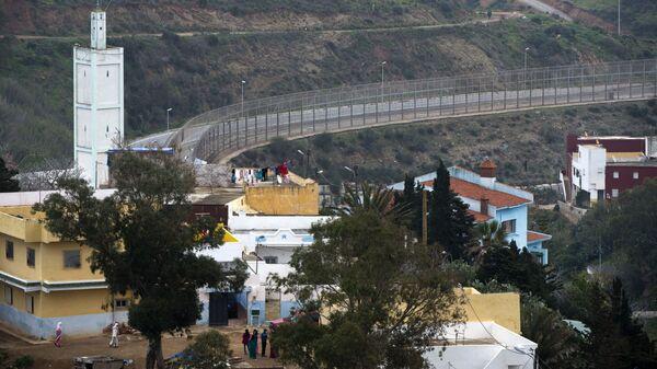 Сеутская стена в анклаве Испании в Марокко - Sputnik Italia