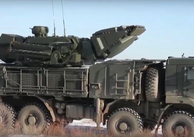 Manovre congiunte dell'aeronautica militare e dei sistemi antimissili