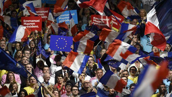 Sostenitori del movimento En Marche! di Emmanuel Macron - Sputnik Italia