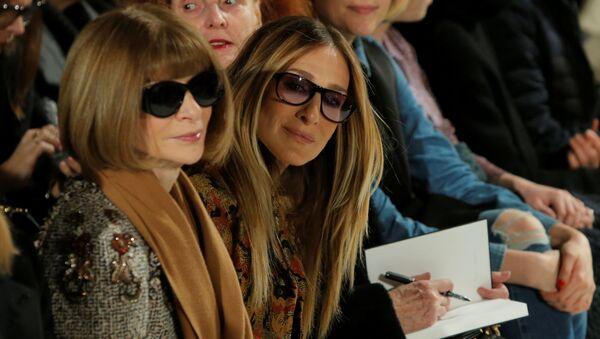 In basso a sinistra la caporedattrice di Vogue Anna Wintour a New York - Sputnik Italia