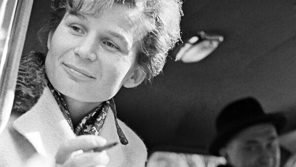 Auguri a Valentina Tereshkova, la prima donna nello spazio, che compie oggi 80 anni. - Sputnik Italia