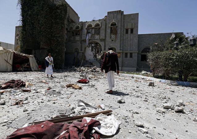La coalizione araba bombarda la residenza dell'ex presidente yemenita Ali Abdullah Saleh