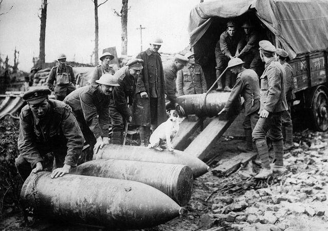 Scaricamento di missili. Prima guerra mondiale.