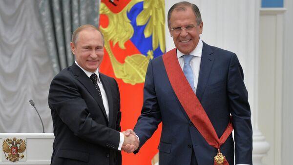 Vladimir Putin durante conferimento onorificenze di Stato al Cremlino - Sputnik Italia