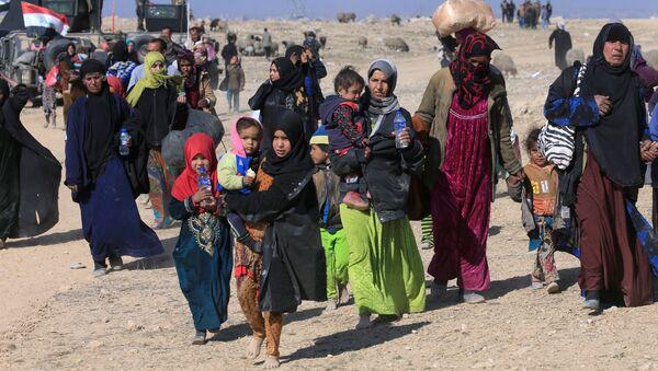 Civili in fuga da Mosul - Sputnik Italia