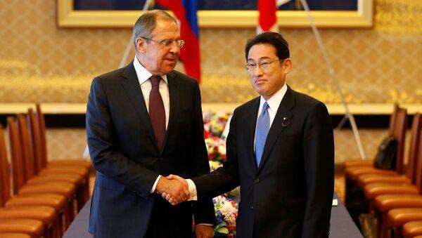 Il ministro degli Esteri russo Sergej Lavrov e il ministro degli Esteri giapponese Fumio Kishida all'incontro nel formato 2 + 2 il 20 marzo. - Sputnik Italia