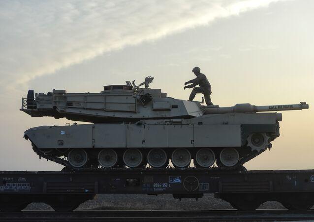 Carro armato della NATO in Romania