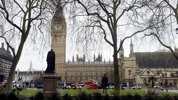 Полиция около здания парламента в Лондоне, где произошла перестрелка  - Sputnik Italia