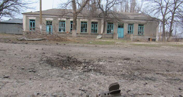 Resti di uno degli ordigni con cui l'esercito ucraino bombarda i civili