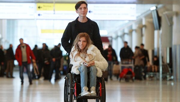 Singer Yulia Samoilova, Russia's Eurovision 2017 contestant, and her husband, Alexei Taran, at Sheremetyevo Airport - Sputnik Italia