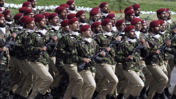 Pakistani commandos from the Special Services Group march during a military parade to mark Pakistan's Republic Day in Islamabad. - Sputnik Italia