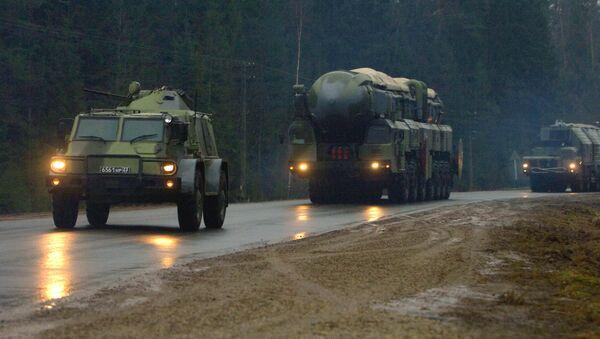 Divisione delle forze missilistiche russe in movimento - Sputnik Italia