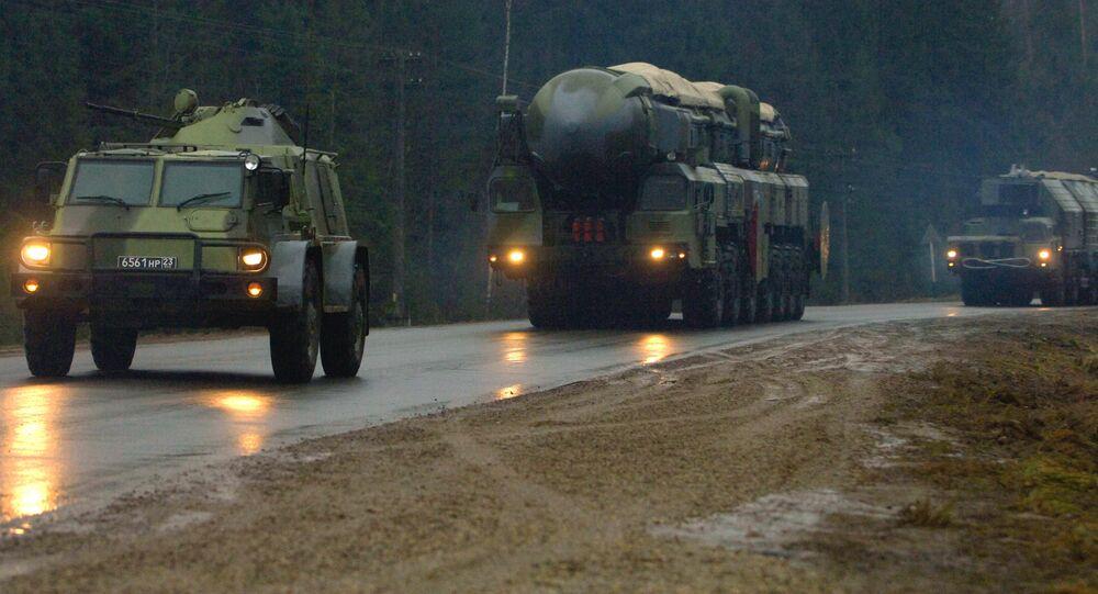 Divisione delle forze missilistiche russe in movimento