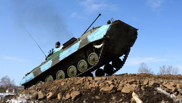 Il Biathlon dei carri armati a Khabarovsk - Sputnik Italia
