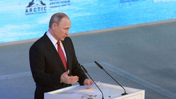 Russian President Vladimir Putin speaks at The Arctic: Territory of Dialogue forum in Arkhangelsk - Sputnik Italia