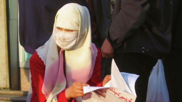 Donna musulmana della comunità degli Uiguri in Cina - Sputnik Italia