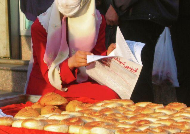 Donna musulmana della comunità degli Uiguri in Cina