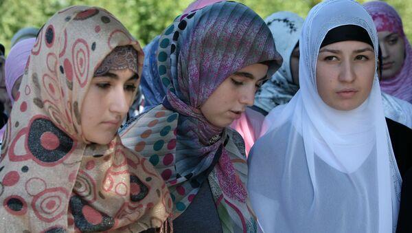 Ragazze cecene col il velo islamico (Hijab) - Sputnik Italia