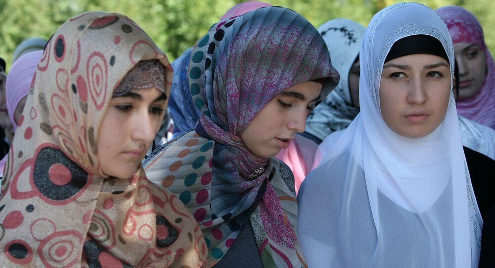 Ragazze cecene col il velo islamico (Hijab)