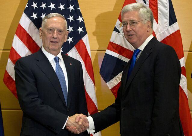 Incontro tra segretario della Difesa USA James Mattis e ministro Difesa UK Michael Fallon a Londra (foto d'archivio)
