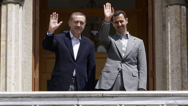 Syrian President Bashar al-Assad (R) and Turkish President Erdogan Recep Tayyip Erdogan (File) - Sputnik Italia