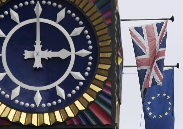 La bandiera inglese e la bandiera dell'UE