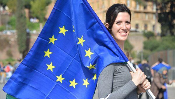 Una partcipante alla manifestazione a favore dell'Unione eurpea a Roma. Foto d'archivio. - Sputnik Italia