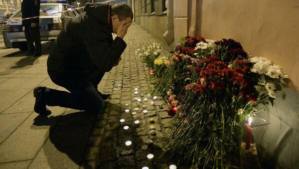 Commemorazione delle vittime dell'attentato nella metro di San Pietroburgo - Sputnik Italia