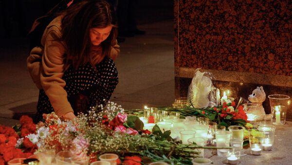 Fiori per le vittime di San Pietroburgo - Sputnik Italia