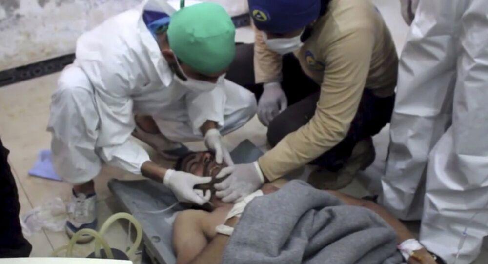 Una vittima delle armi chimiche a Khan Sheikhoun