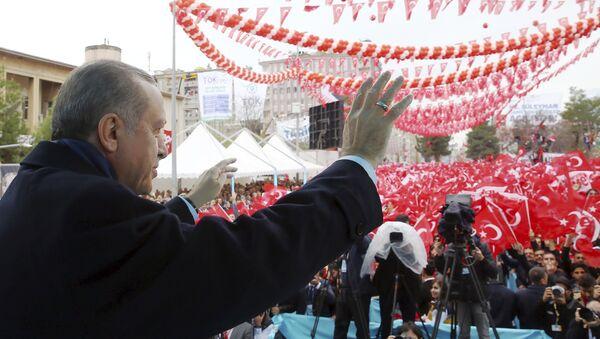 Erdogan durante una manifestazione - Sputnik Italia