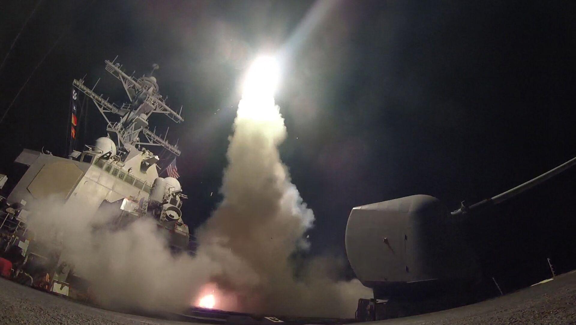 Gli USA hanno effettuato un attacco missilistico contro una base dell'esercito siriano. - Sputnik Italia, 1920, 30.04.2021