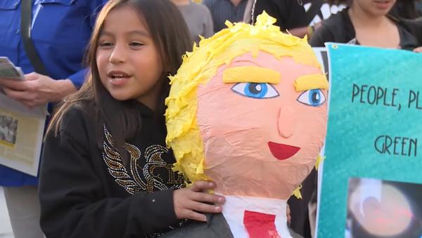 #HandsoffSyria, manifestazione contro raid USA in Siria a Los Angeles - Sputnik Italia