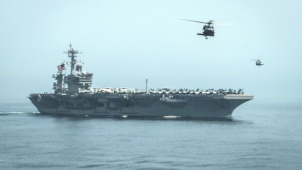 Helicopters fly from the aircraft carrier USS Theodore Roosevelt (CVN 71) during a resupply mission with the aircraft carrier USS Carl Vinson (CVN 70) in this U.S. Navy handout picture taken in the Gulf of Oman April 13, 2015 and released April 20, 2015 - Sputnik Italia
