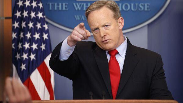 White House press secretary Sean Spicer speaks during the daily press briefing at the White House in Washington - Sputnik Italia